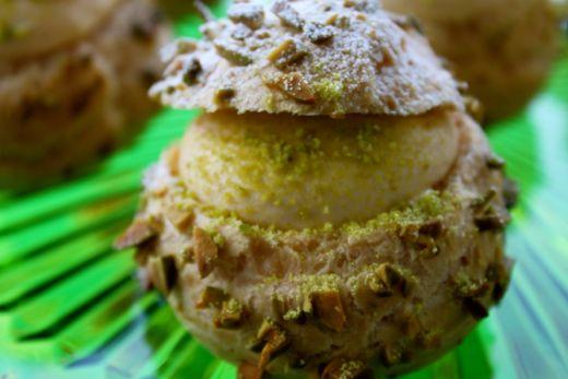 キャラメルとナッツのシュークリーム